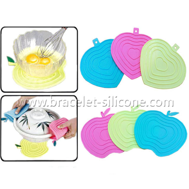 Starling silicone table mats with apple shape design are useful while cooking and they decorate the look as well. Wide ranges of styles are all available in Starling Silicone.